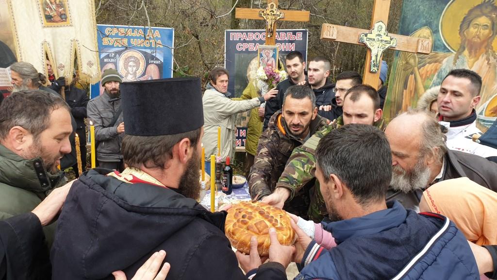 Истинољубље: За славу потопљене Грачанице издајничка окупациона мафија је уморила и епископа Артемија! (Видео)